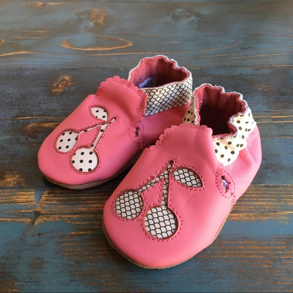 Robeez Other - Robeez soft sole shoes, 0-6 months